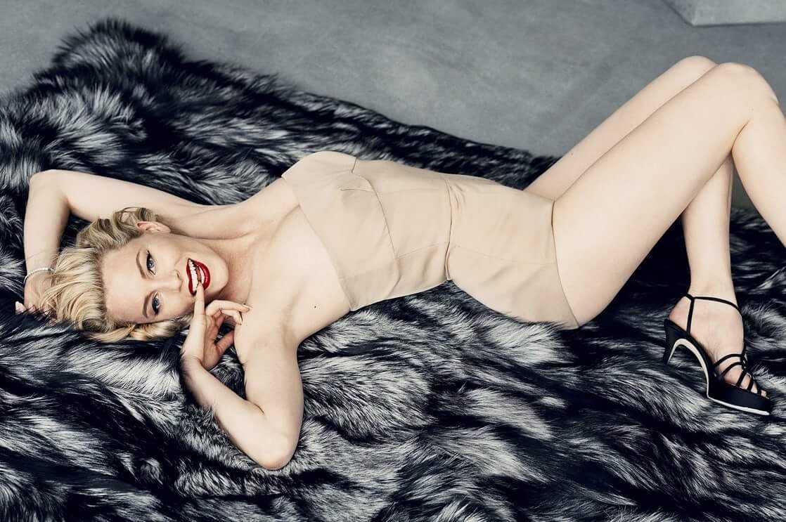 Elizabeth Banks sexy photos