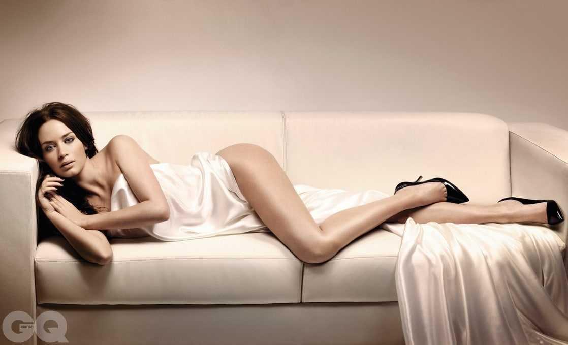 Emily Blunt hot feet