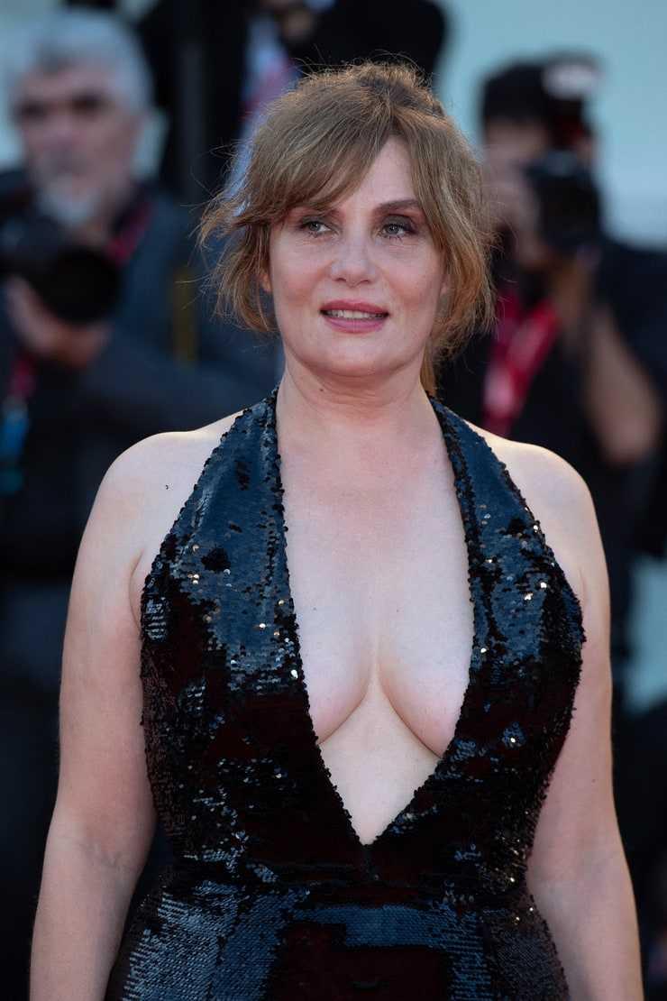 Emmanuelle Seigner cleavage pictures