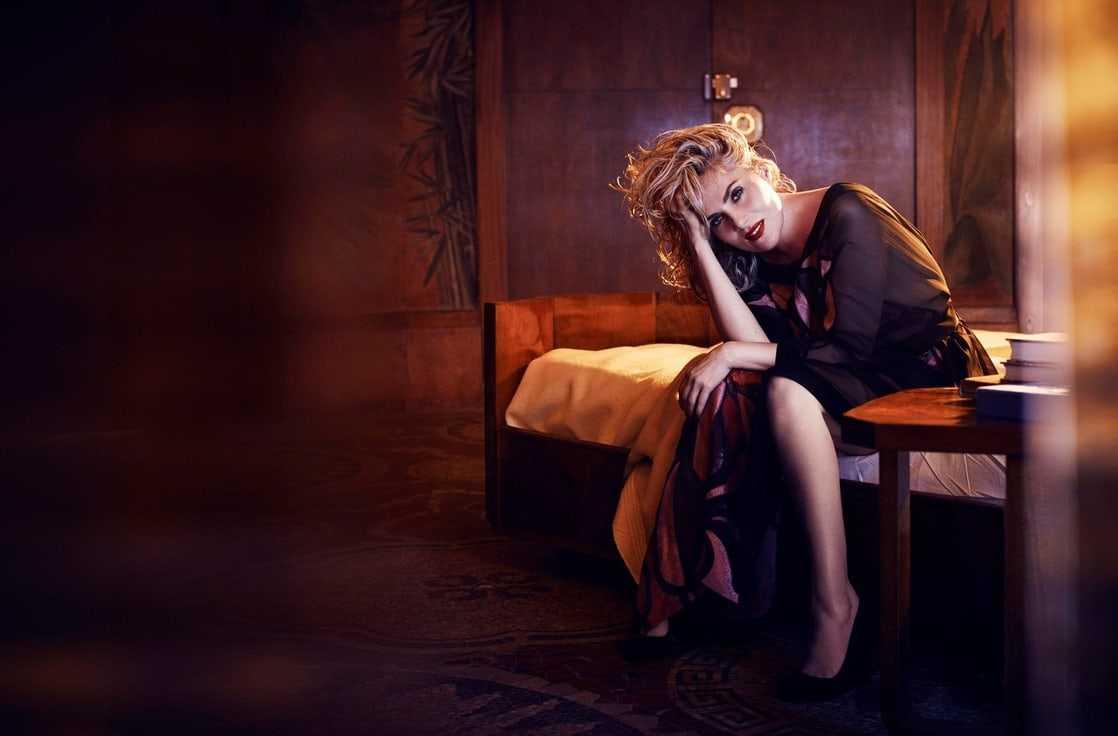 Emmanuelle Seigner hot feet pic