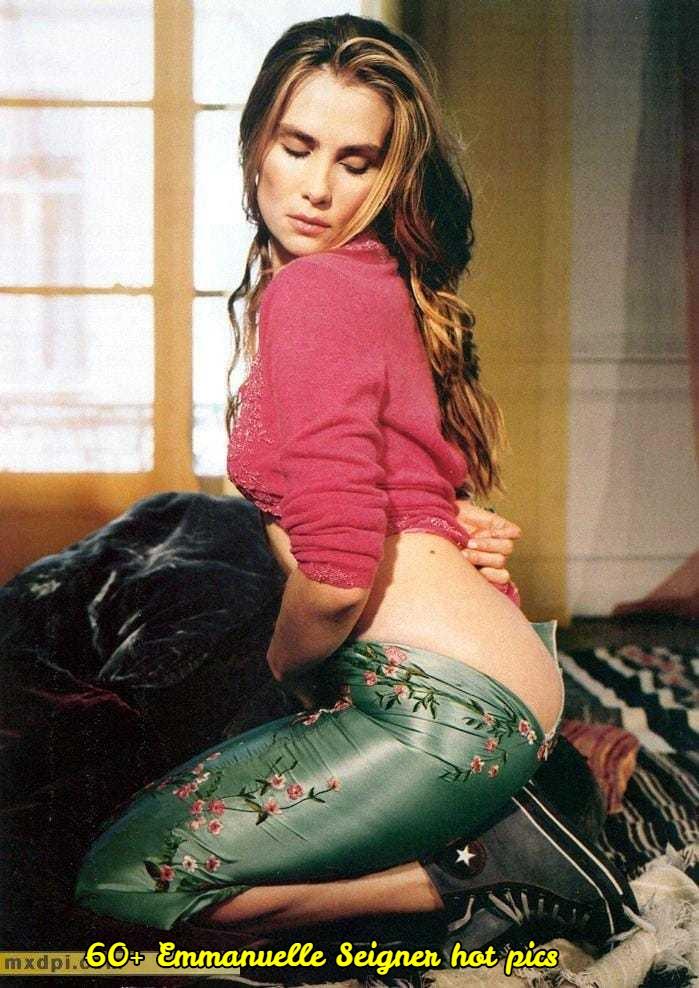 Emmanuelle Seigner sexy butt pic