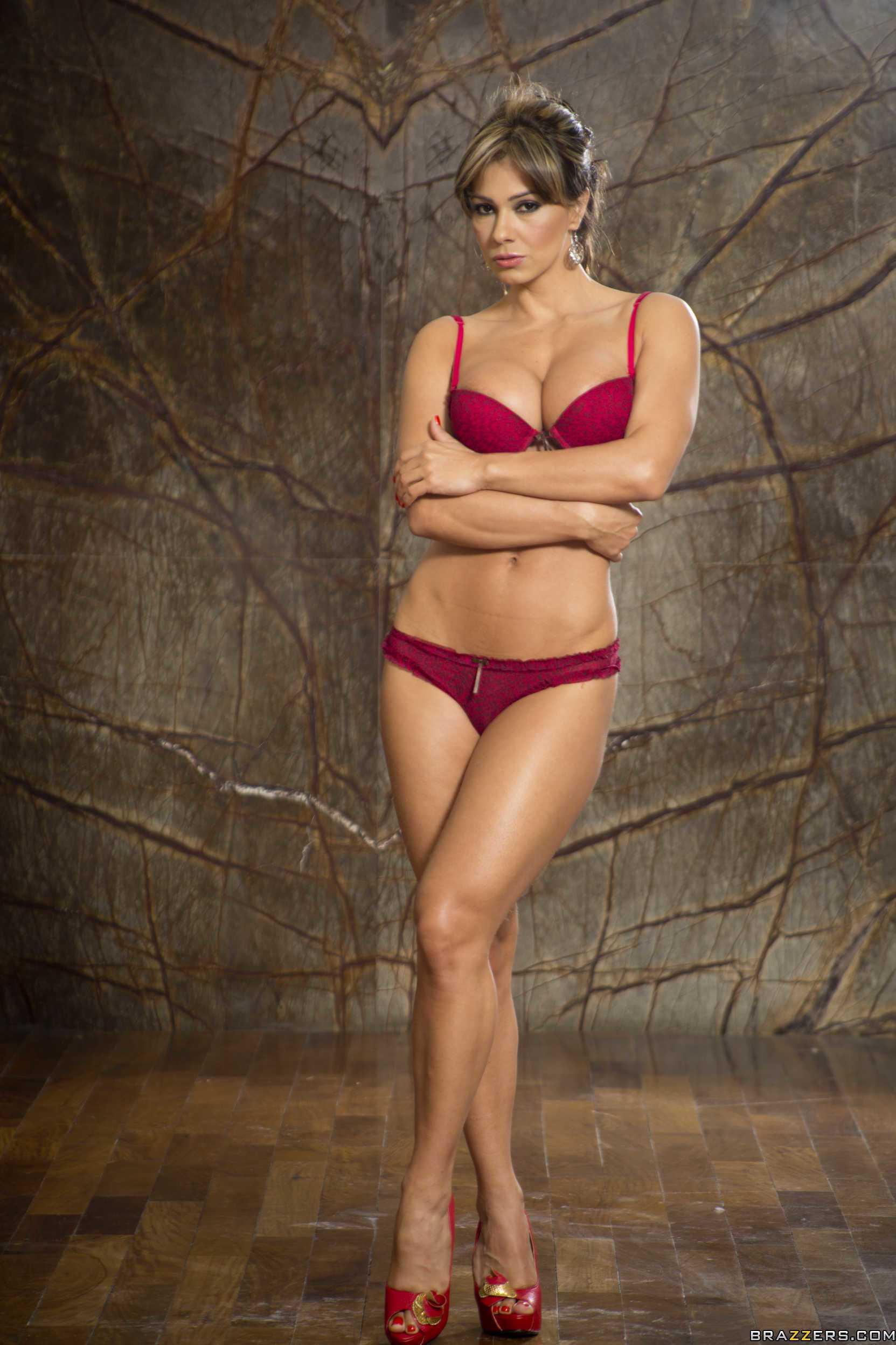Esperanza Gomez cleavage
