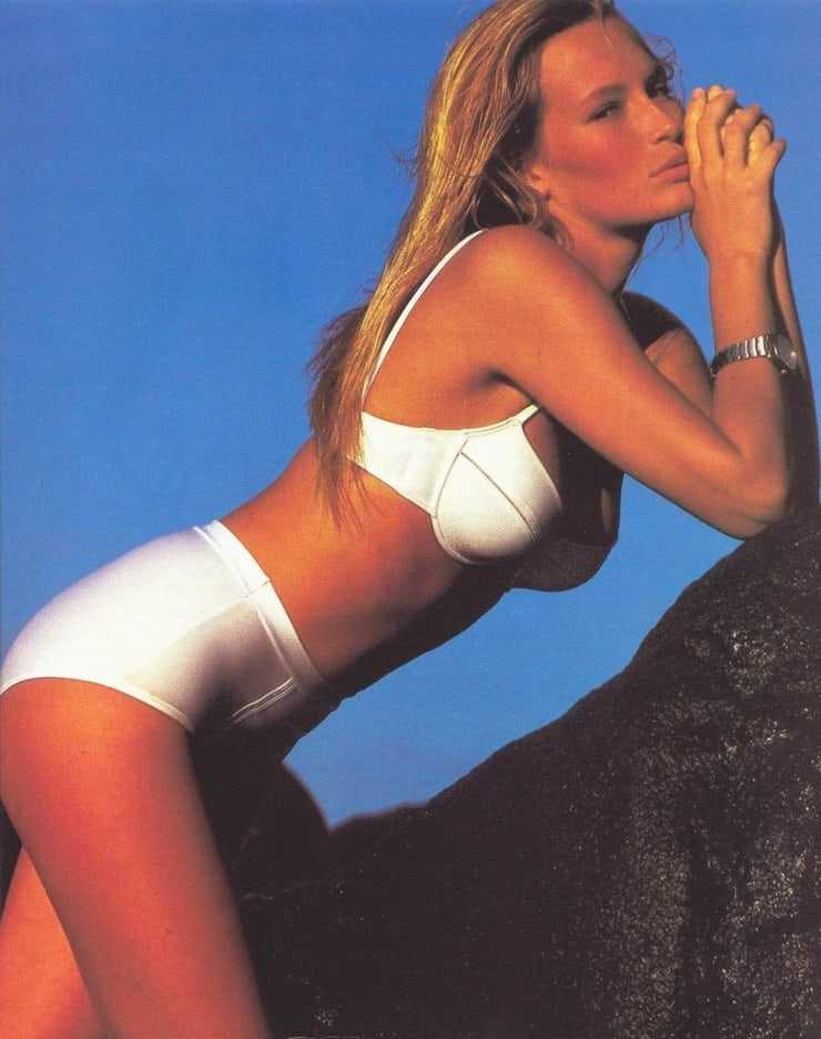 Estelle Lefébure hot bikini