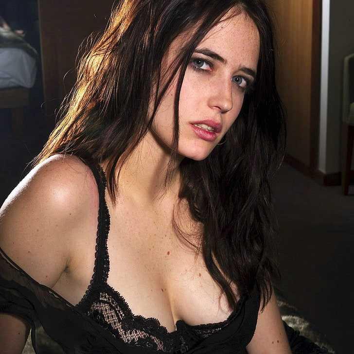 Eva Green sexy cleavage