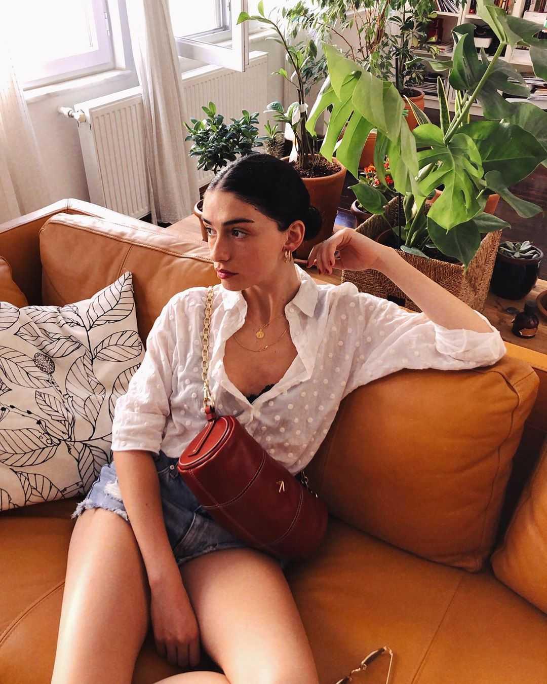 Hazar Ergüçlü sexy pictures