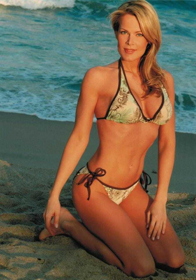 Heidi Albertsen hot bikini pic