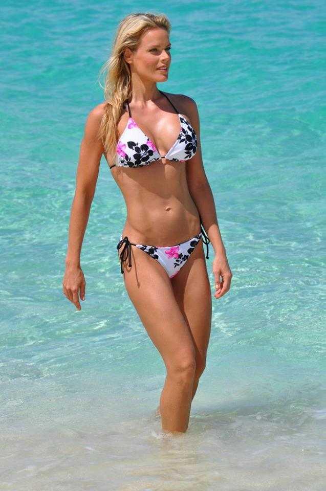 Heidi Albertsen sexy look (2)