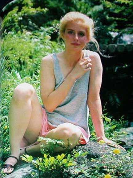 Helen Slater sexy legs