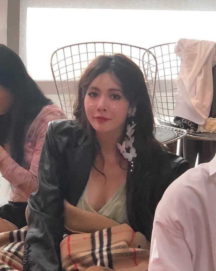 Hyuna cleavage