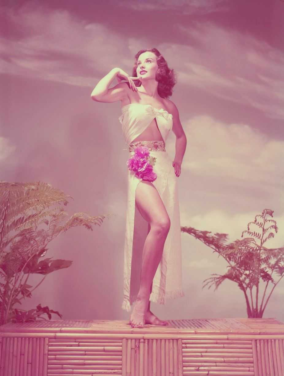 Jean Peters adorable