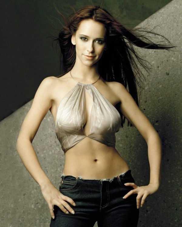 Jennifer Love Hewitt hot cleavage