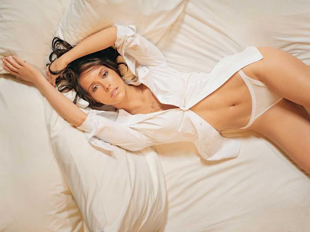 Jennifer Love Hewitt sexy pictures