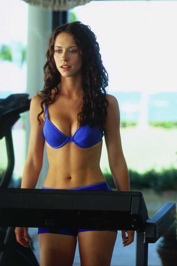 Jennifer Love Hewitt stunning