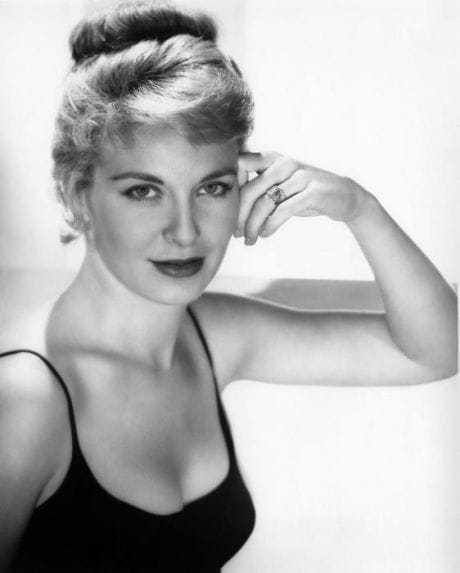 Joanne Woodward sexy cleavage pic