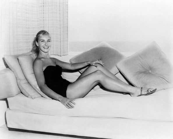 Joanne Woodward sexy legs pic