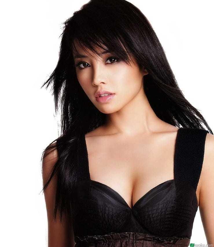 Jolin Tsai hot cleavage
