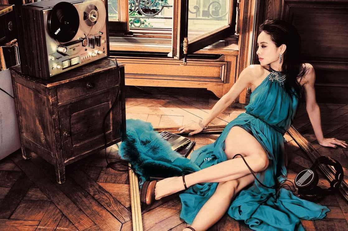 Jolin Tsai hot feet