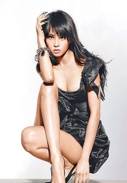 Jolin Tsai sexy cleavage