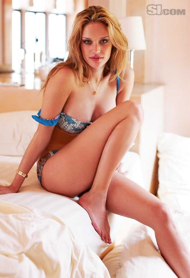 Julie Ordon sexy look pic (2)