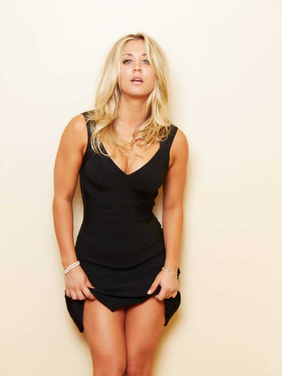 Kaley Cuoco sexy pictures