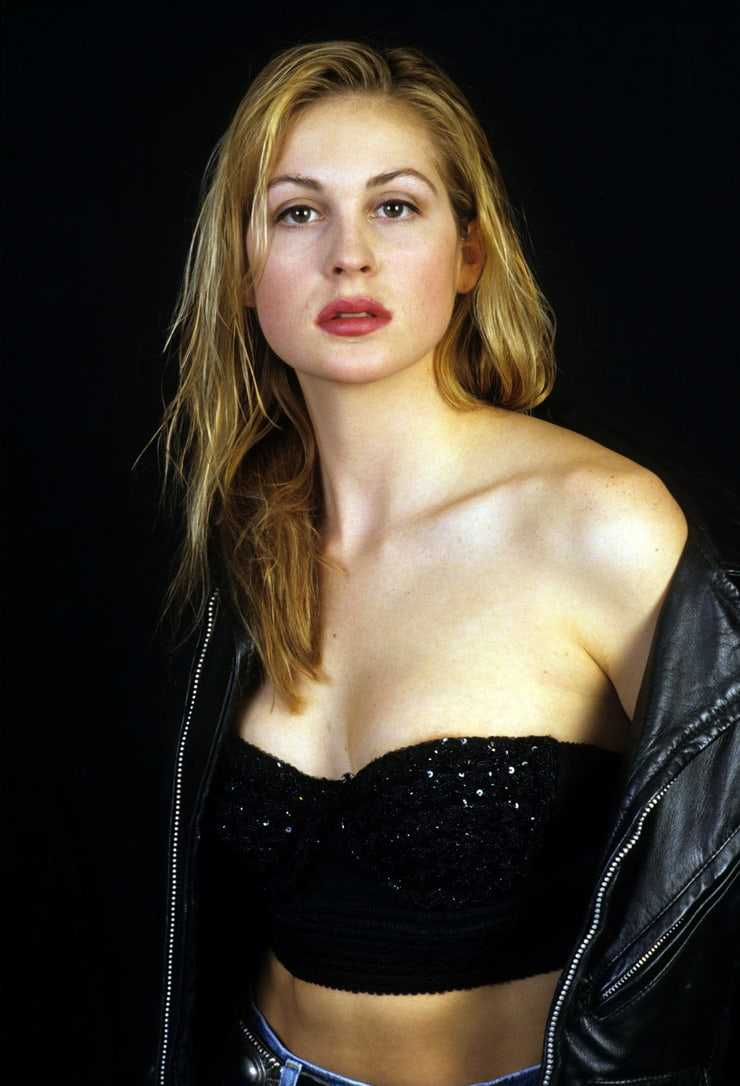 Kelly Rutherford hot cleavage