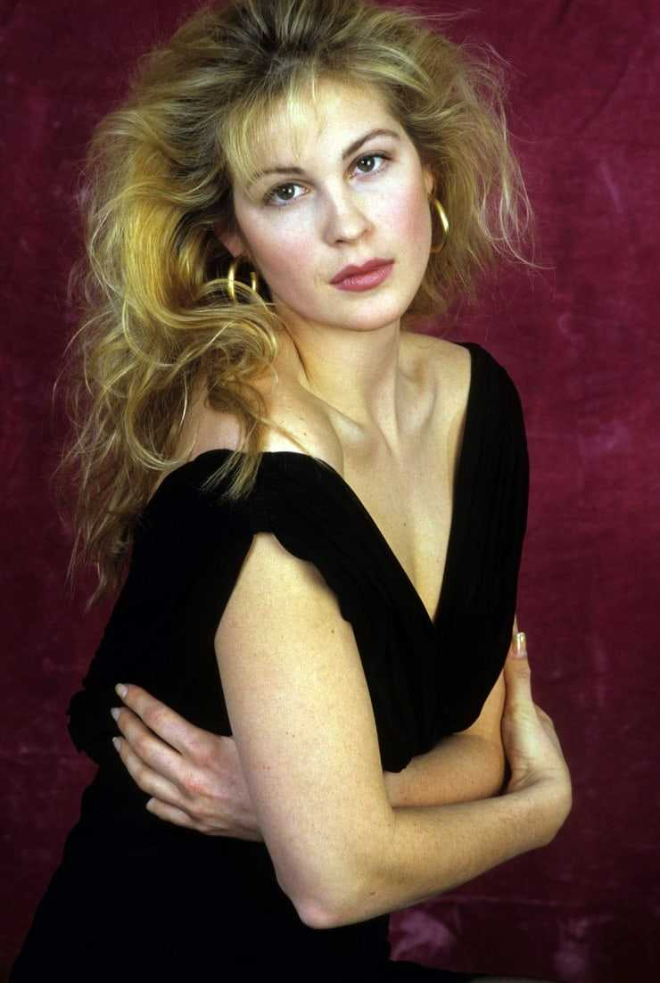 Kelly Rutherford hot look