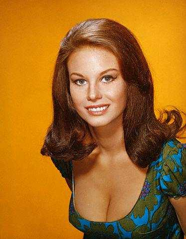 Lana Wood cleavage pic