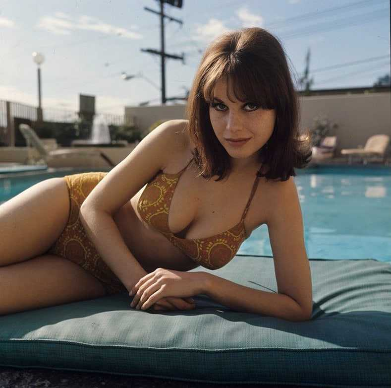 Lana Wood cleavage