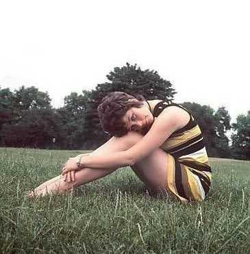 Linda Thorson bare feet