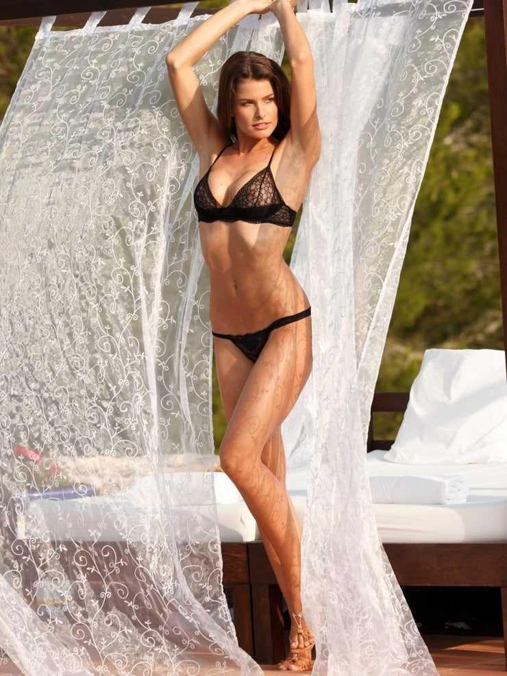 Lonneke Engel sexy bikini pic