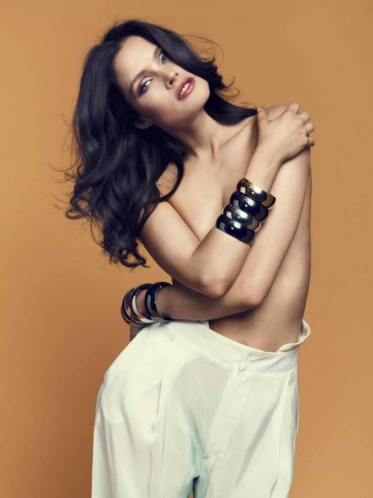 Lonneke Engel topless pic