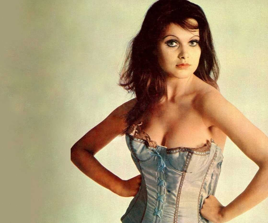 Madeline Smith cleavage pic