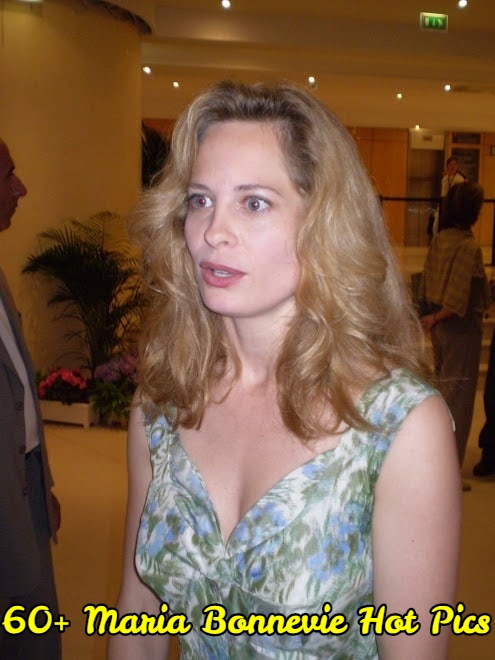 Maria Bonnevie side boobs