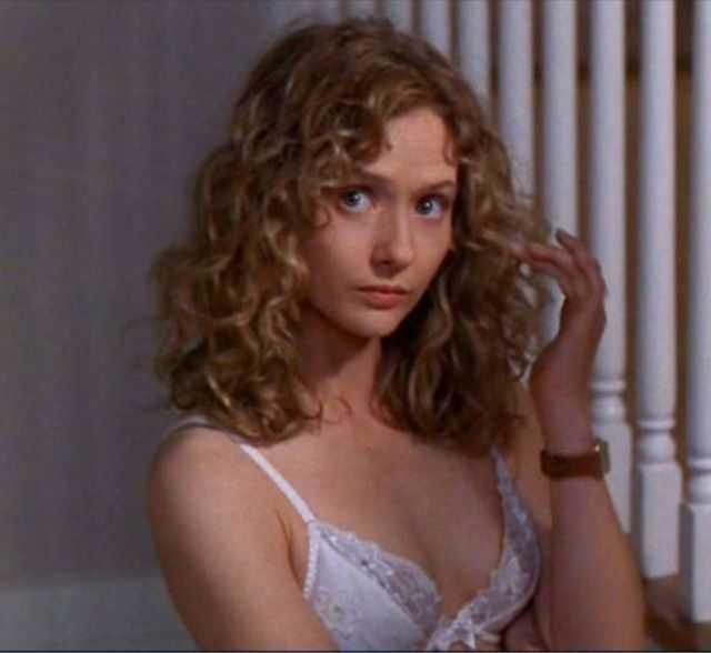 Maria Pitillo cleavage