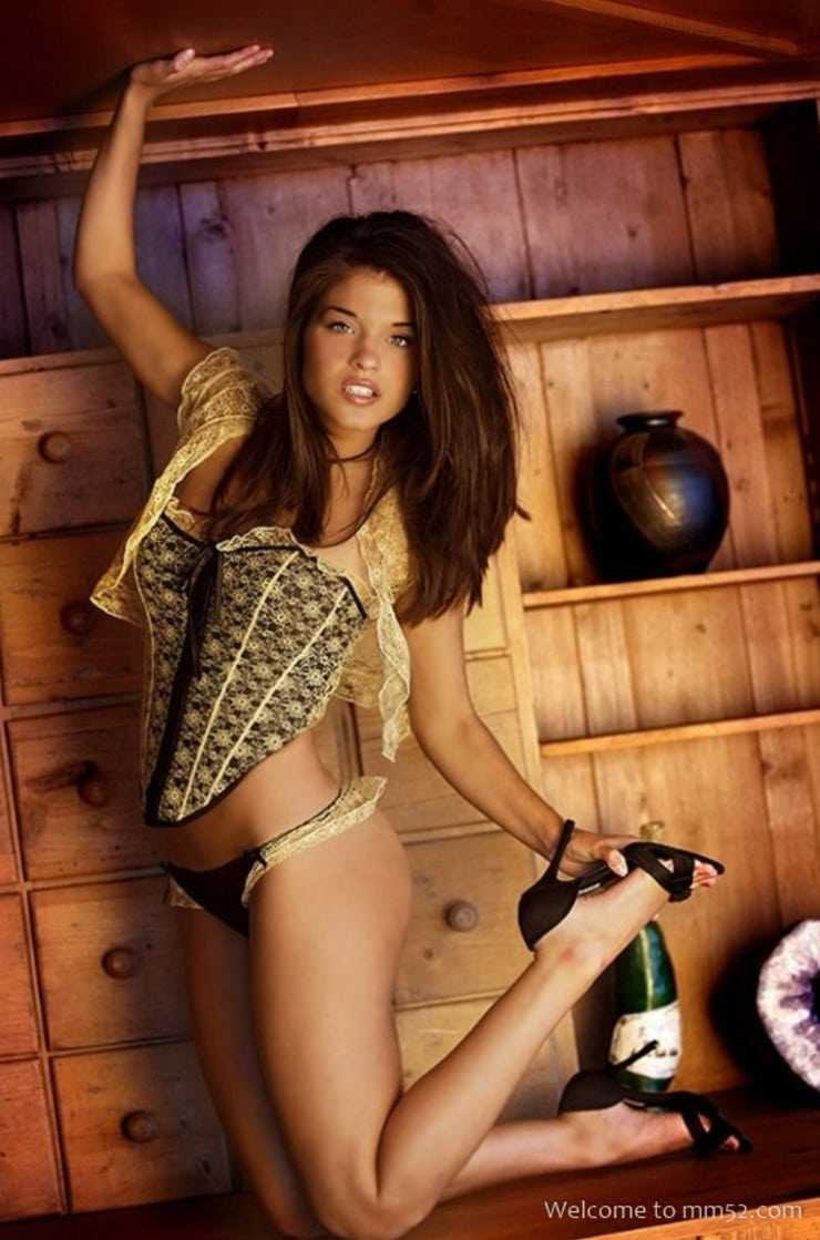 Marie Avgeropoulos hot photos