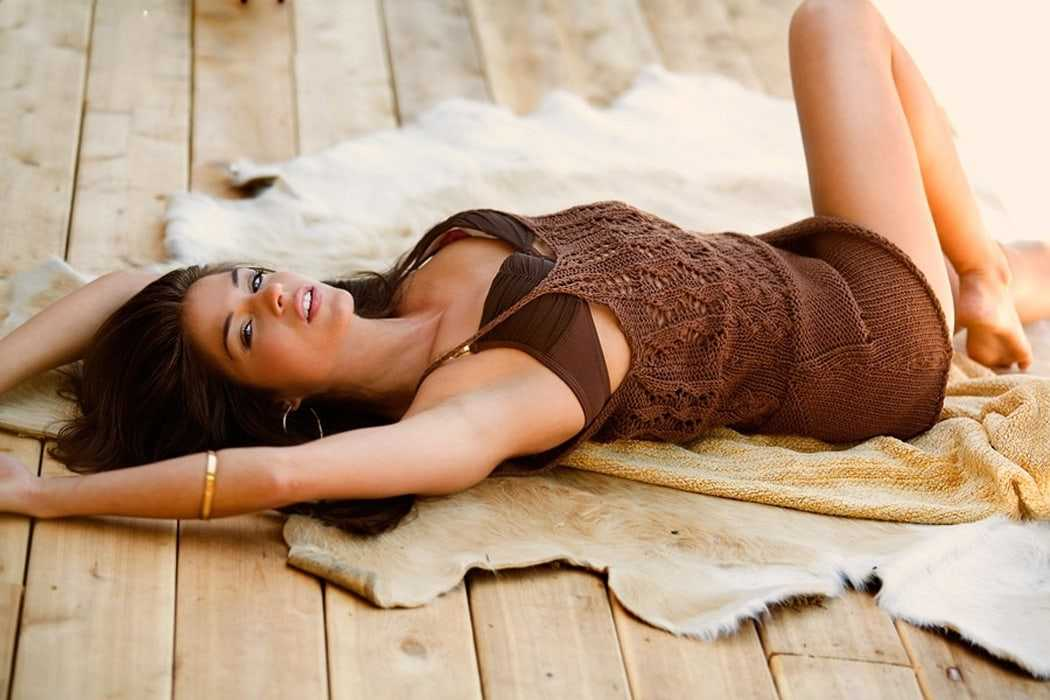 Marie Avgeropoulos sexy photos