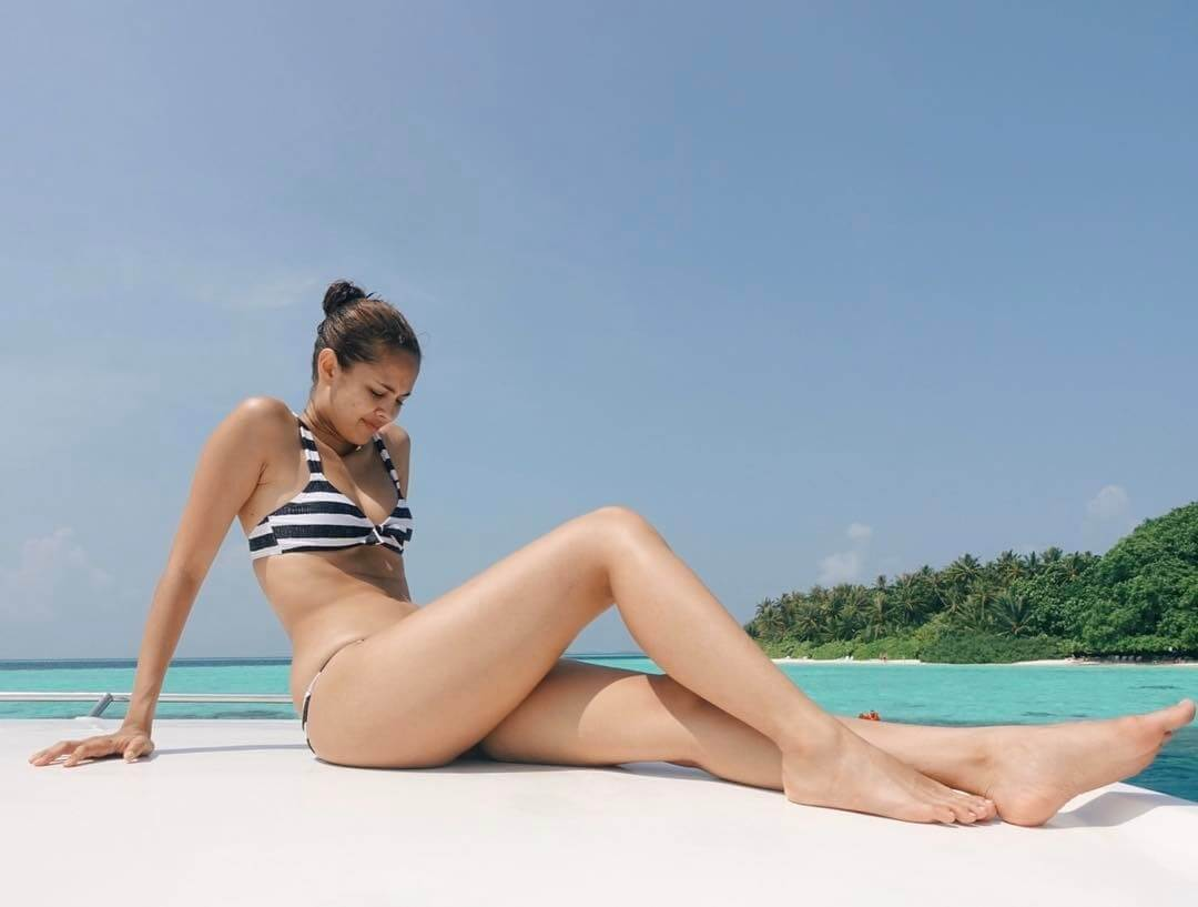 Megan-Young-sexy-thighs