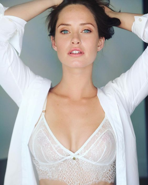 Merritt-Patterson-sexy-and-hot