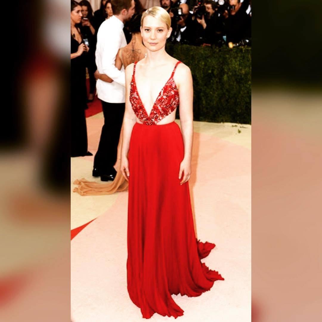 Mia-wasikowska-hot-long-red-dress