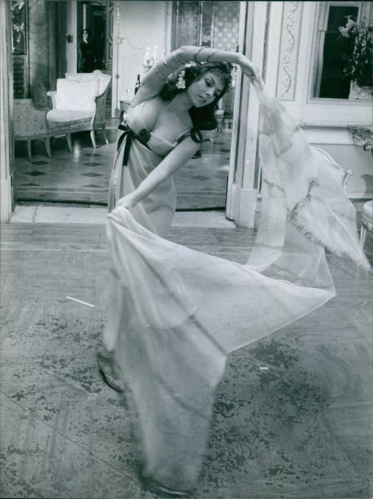 Michèle Mercier hot cleavage