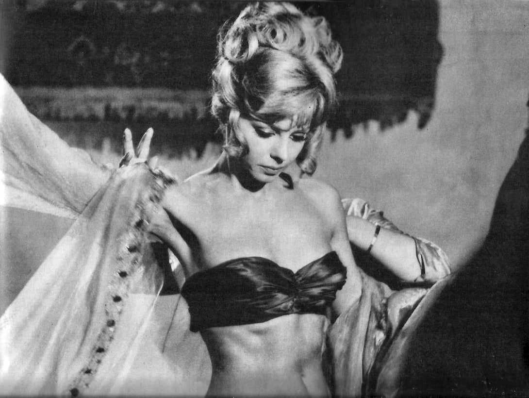 Michèle Mercier sexy bikini