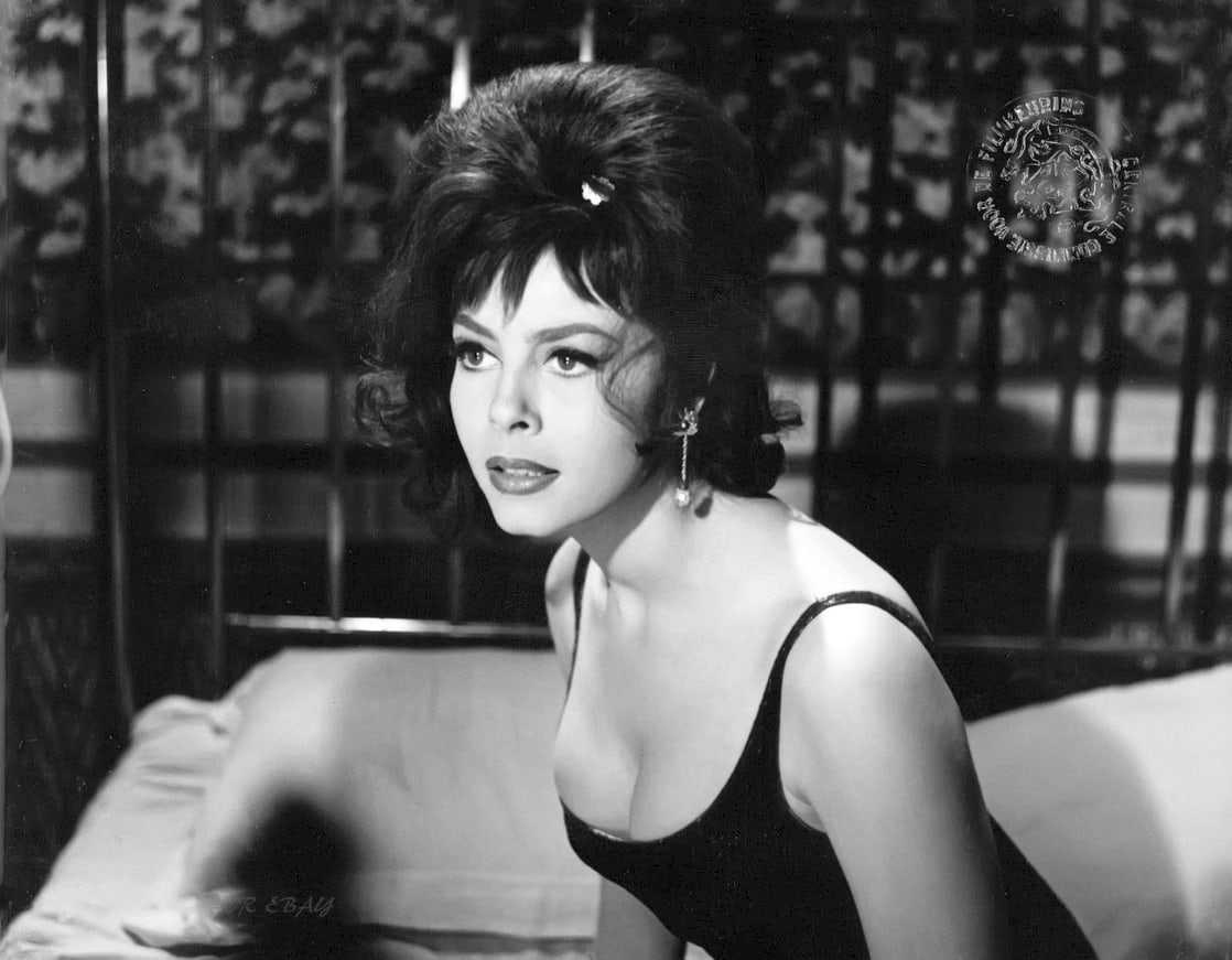 Michèle Mercier sexy cleavage