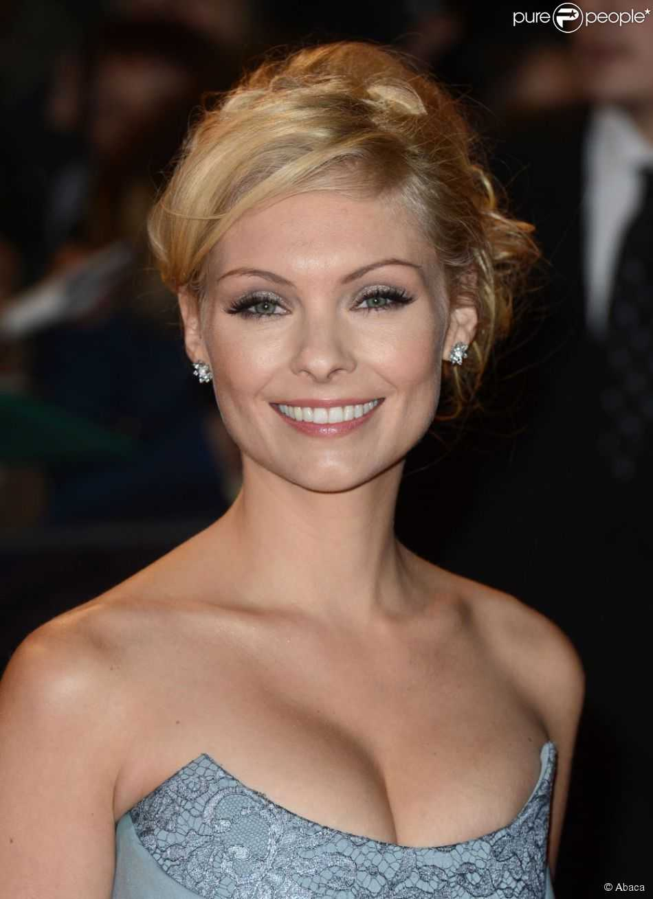 MyAnna Buring cleavage pic