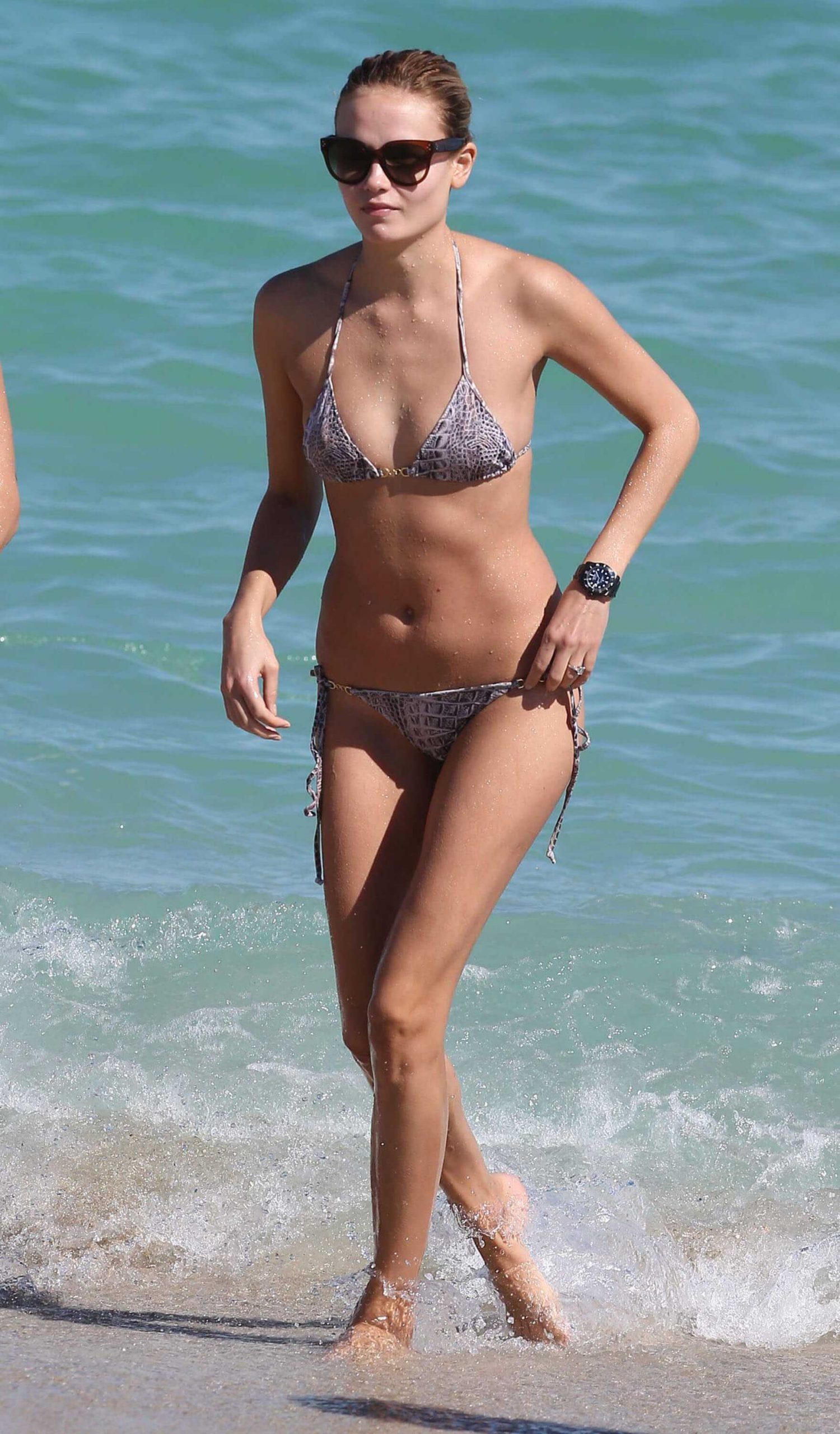 Natasha Poly bikini pic
