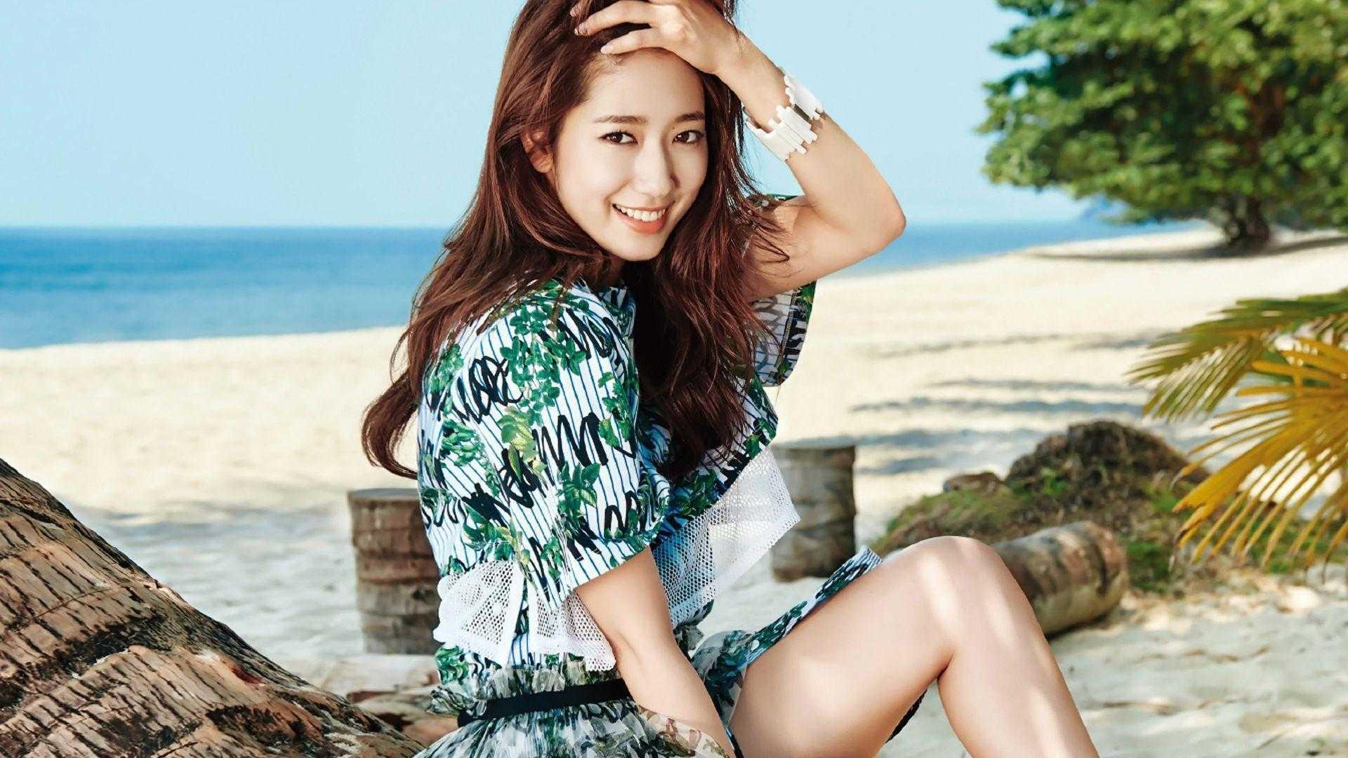 Park Shin-hye bare feet