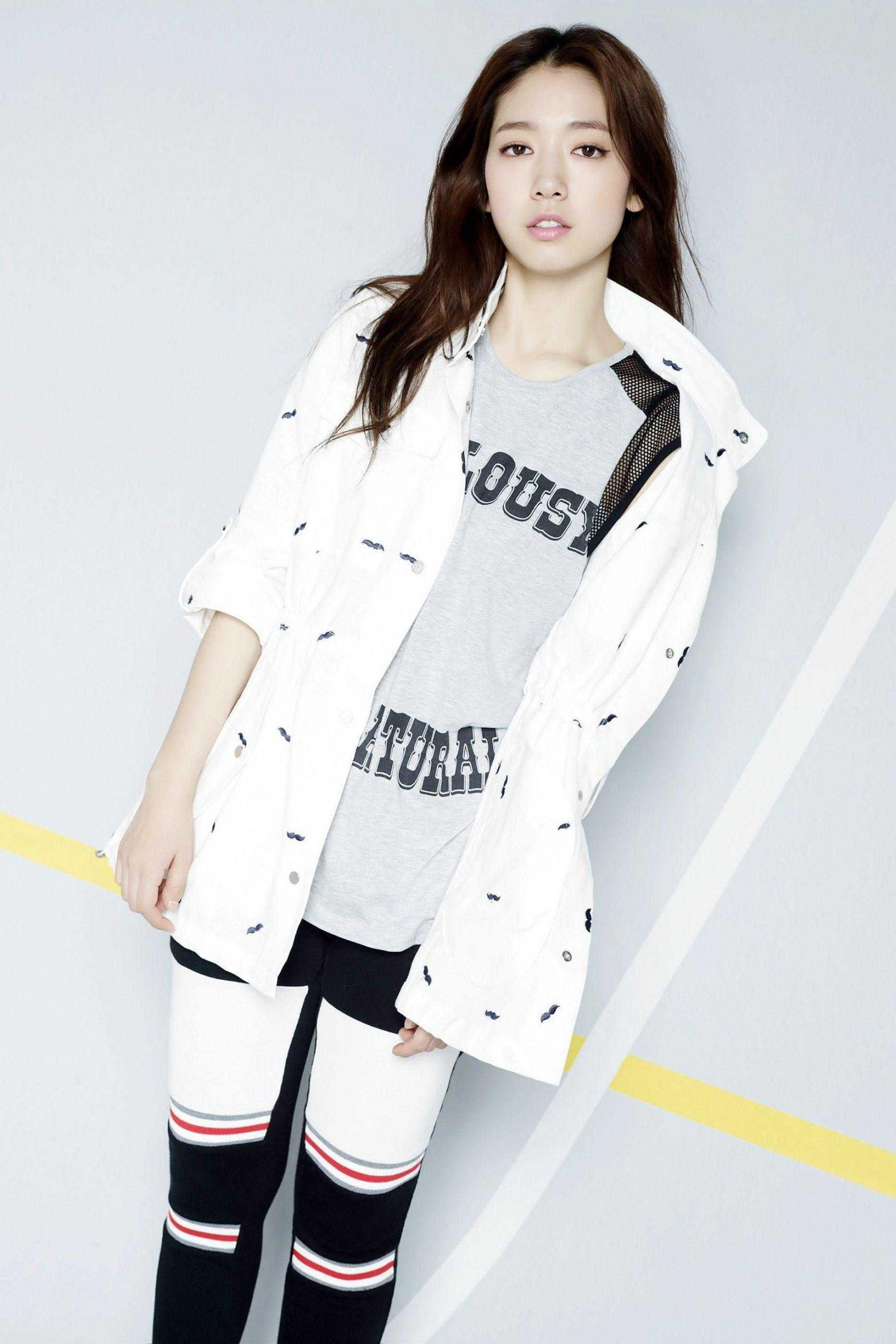 Park Shin-hye feet