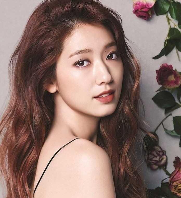 Park Shin-hye stunning