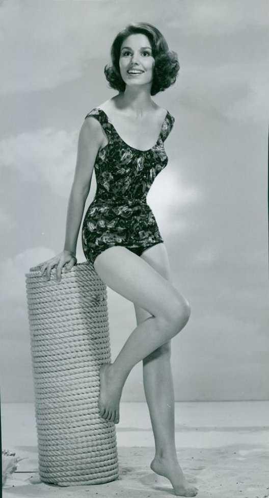 Paula Prentiss hot legs pic (2)