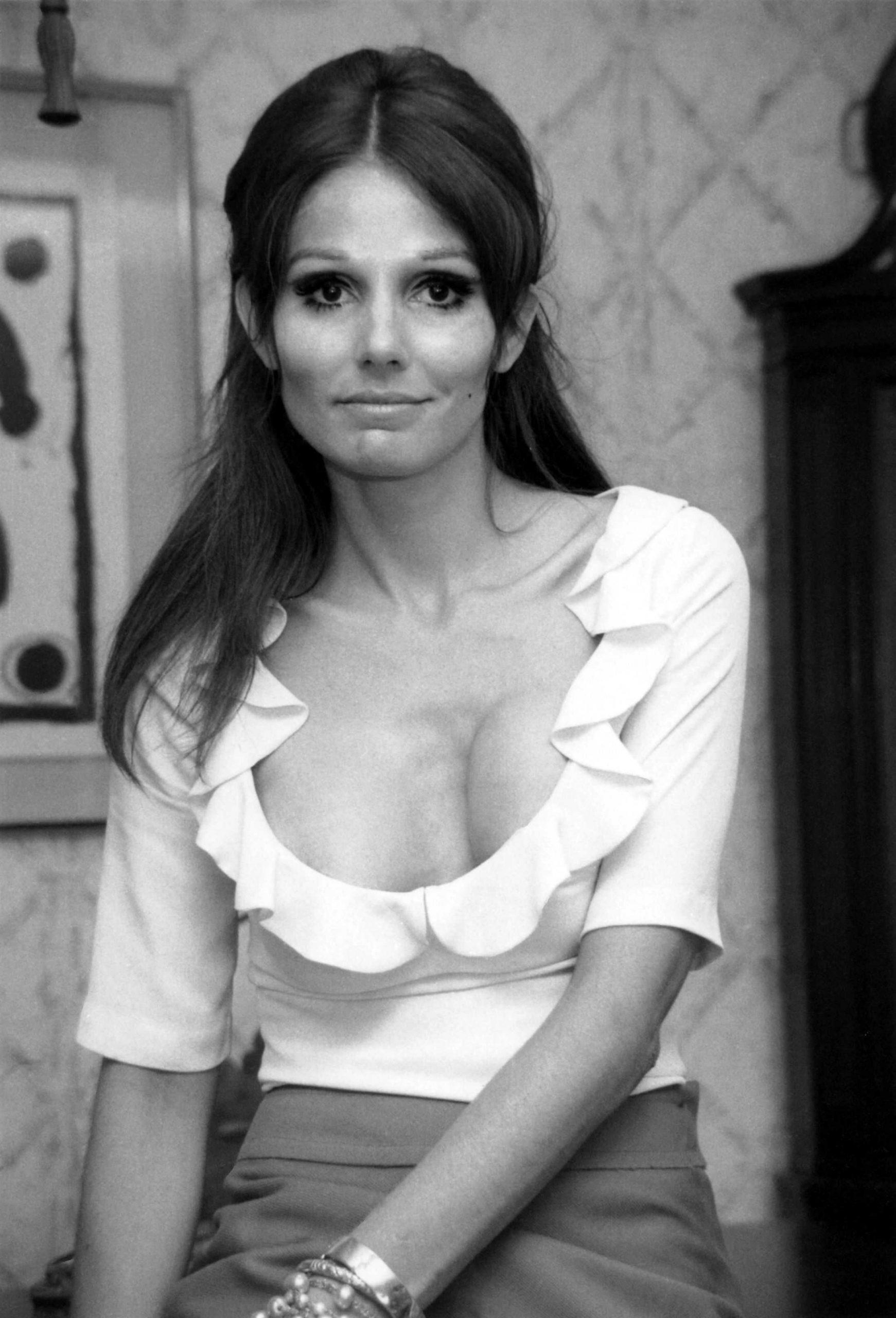 Paula Prentiss sexy cleavage pic