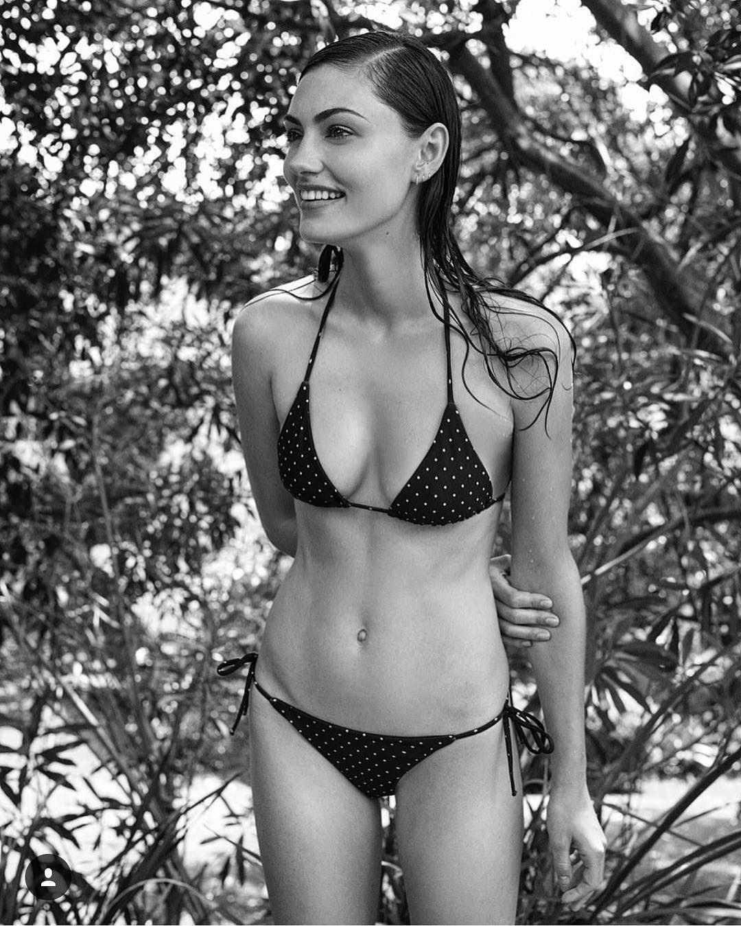 Phoebe Tonkin hot bikini pic (2)